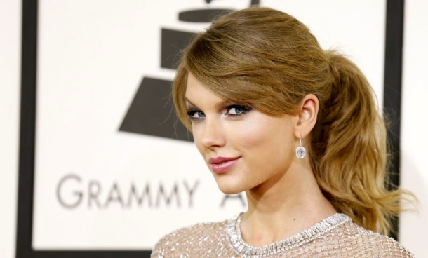 taylor-swift-wears-gucci-at-56th-annual-grammy-awards-january-2014_1